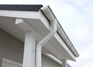 Gutter guards and downspouts installed in SC